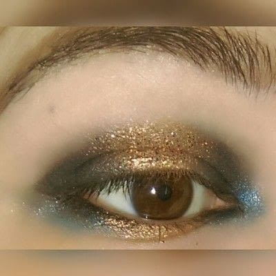 How to create a two toned eye makeup look. 2 Toned Glitter Eye Look - Step 5