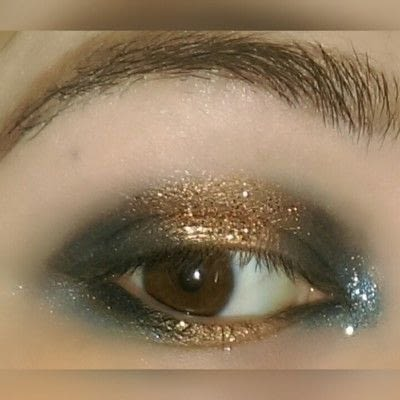 How to create a two toned eye makeup look. 2 Toned Glitter Eye Look - Step 6