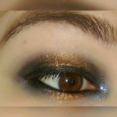 How to create a two toned eye makeup look. 2 Toned Glitter Eye Look - Step 7