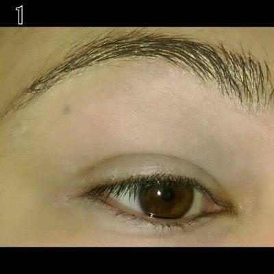 How to create a bold eyeliner look. Sweet doll eyes Makeup look - Step 1