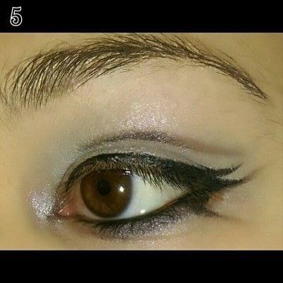 How to create a bold eyeliner look. Sweet doll eyes Makeup look - Step 5