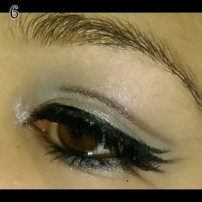 How to create a bold eyeliner look. Sweet doll eyes Makeup look - Step 6