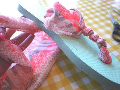 How to make a sandal / flip flop. Repurposed Scarf Flip Flops - Step 10