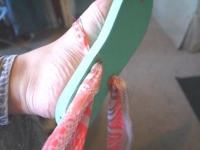 How to make a sandal / flip flop. Repurposed Scarf Flip Flops - Step 11