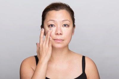 How to create a dramatic eye makeup look. Dramatic Evening Makeup - Step 1