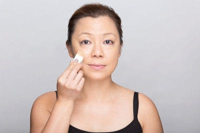 How to create a dramatic eye makeup look. Dramatic Evening Makeup - Step 2