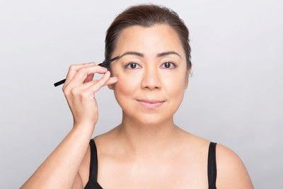 How to create a dramatic eye makeup look. Dramatic Evening Makeup - Step 5