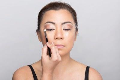 How to create a dramatic eye makeup look. Dramatic Evening Makeup - Step 7