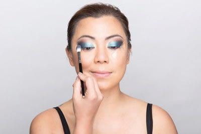 How to create a dramatic eye makeup look. Dramatic Evening Makeup - Step 8