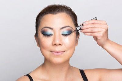 How to create a dramatic eye makeup look. Dramatic Evening Makeup - Step 10