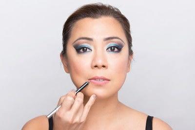 How to create a dramatic eye makeup look. Dramatic Evening Makeup - Step 12