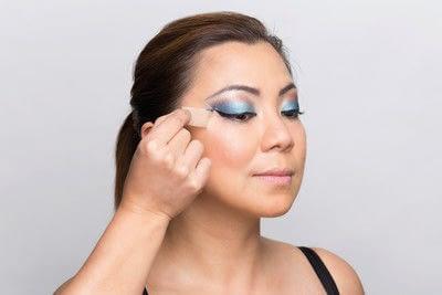 How to create a dramatic eye makeup look. Dramatic Evening Makeup - Step 15