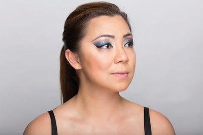 How to create a dramatic eye makeup look. Dramatic Evening Makeup - Step 16
