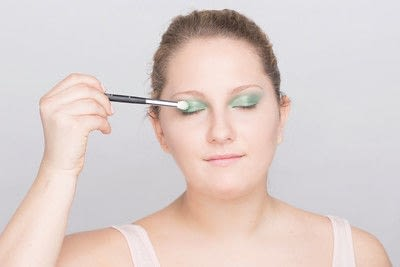 How to create a glitter eye. Youthful Glitter Makeup - Step 5