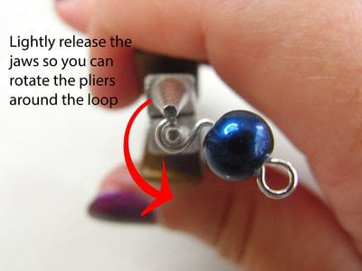 How to make jewelry. How To Form A Simple Loop - Step 5