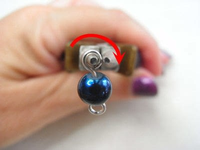 How to make jewelry. How To Form A Simple Loop - Step 6