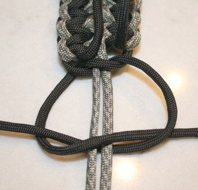 How to braid a braided belt. Paracord Belt - Step 7