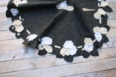 How to sew a fabric flower charm. Boho Fabric Flowers - Step 3