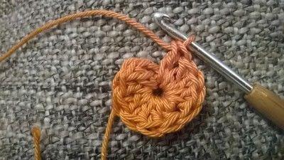 How to crochet a granny square. Robins Nest Square - Step 3