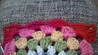 How to crochet a granny square. Robins Nest Square - Step 27