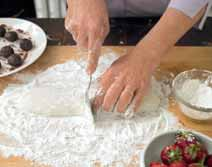 How to bake a mochi. Mochi Dumplings With Strawberries And Red Bean Paste - Step 6