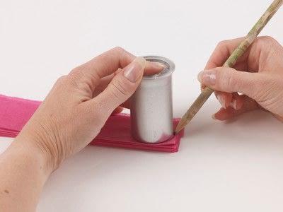 How to make a pom pom decoration. Paper Pompoms - Step 4