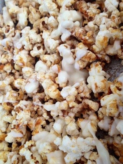 How to make popcorn. How To Make Drizzled Pumpkin Spice Popcorn - Step 4