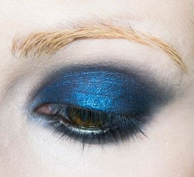 How to create a blue eye makeup look. Shirley Manson's 'milk' Video Look - Step 2