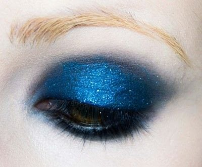 How to create a blue eye makeup look. Shirley Manson's 'milk' Video Look - Step 3