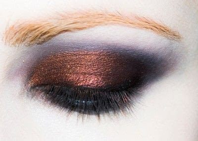 How to create a red eye makeup look. Shirley Manson: The Makeover - Step 4