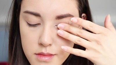 How to create a natural eye makeup. Cara Delevigne Natural Bronze Makeup Tutorial  - Step 1