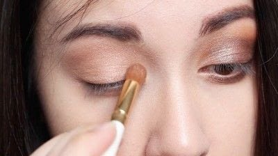 How to create a natural eye makeup. Cara Delevigne Natural Bronze Makeup Tutorial  - Step 3