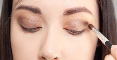 How to create a natural eye makeup. Cara Delevigne Natural Bronze Makeup Tutorial  - Step 5