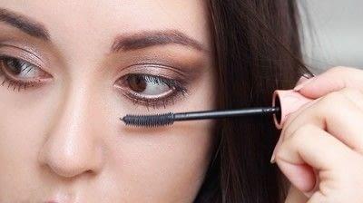 How to create a natural eye makeup. Cara Delevigne Natural Bronze Makeup Tutorial  - Step 9