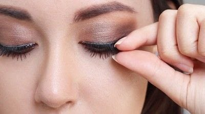 How to create a natural eye makeup. Cara Delevigne Natural Bronze Makeup Tutorial  - Step 11