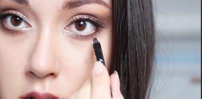 How to create a natural eye makeup. Cara Delevigne Natural Bronze Makeup Tutorial  - Step 14