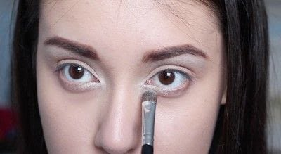How to create a cat eye. Cara Delevigne Re-Invention Makeover - Step 2