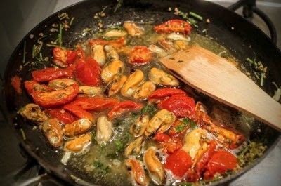 How to cook a pasta Vongole dish. Mussel Vongole Spaghetti - Step 5