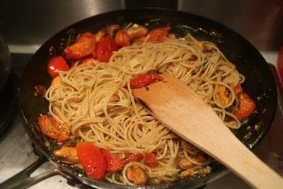 How to cook a pasta Vongole dish. Mussel Vongole Spaghetti - Step 6