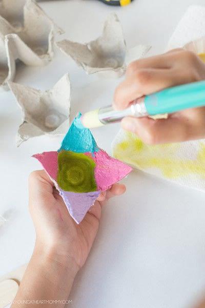 How to make a flowers & rosettes. Egg Carton Flowers - Step 3