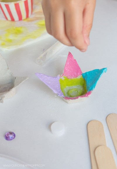How to make a flowers & rosettes. Egg Carton Flowers - Step 4