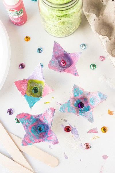 How to make a flowers & rosettes. Egg Carton Flowers - Step 5