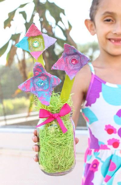 How to make a flowers & rosettes. Egg Carton Flowers - Step 8