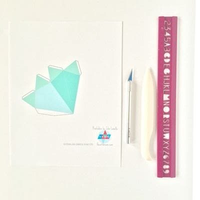 How to cut a piece of papercutting. Scoring - Step 1