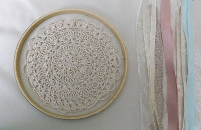 How to make a dream catcher. Doily Dreamcatcher - Step 1