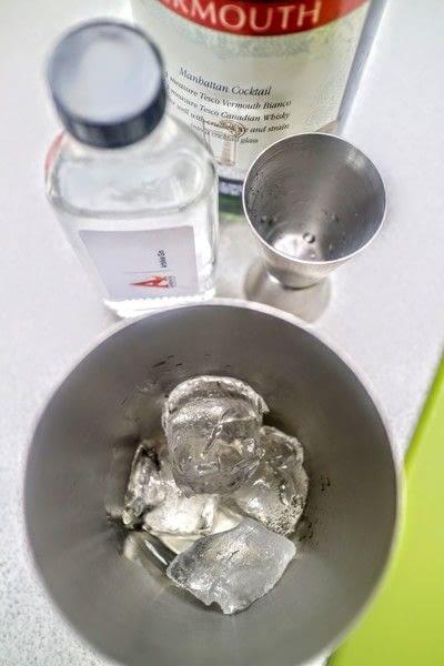 How to mix a martini. Martinez - Step 1
