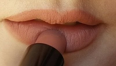 How to create a lip makeup look. How To: Bigger Natural Lips - Step 3