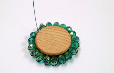 How to make a pendant necklace. You Love Us Necklace - Step 12