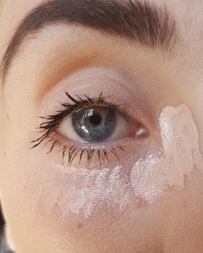 How to create foundation makeup. Cover Easily Dark Circles - Step 2