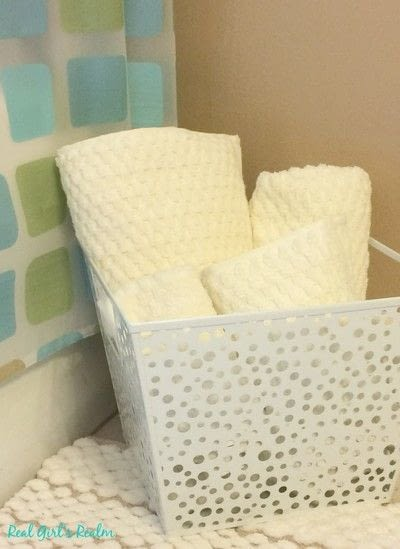 How to make a bathroom project. Weekend Guest Bathroom Mini Makeover - Step 1